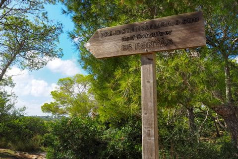 Signpost to the viewpoint Es Pontas