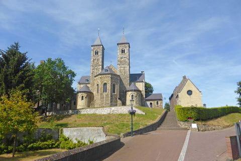 Kirche auf der holländischen Seite am Rurufer