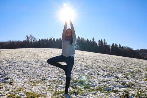 Marcella beim Yoga im Winter