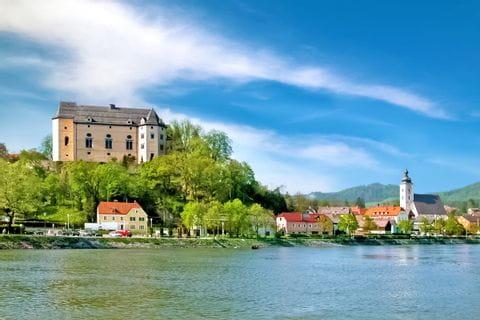 Sicht auf das andere Donauufer und Grein