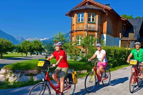 Radfahrer in Altaussee auf Radweg