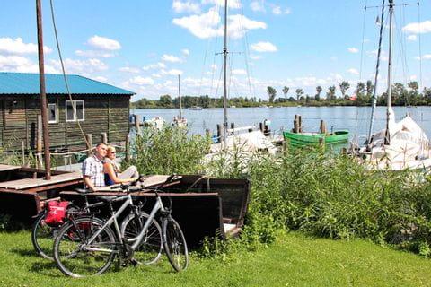 Radpause an einem See