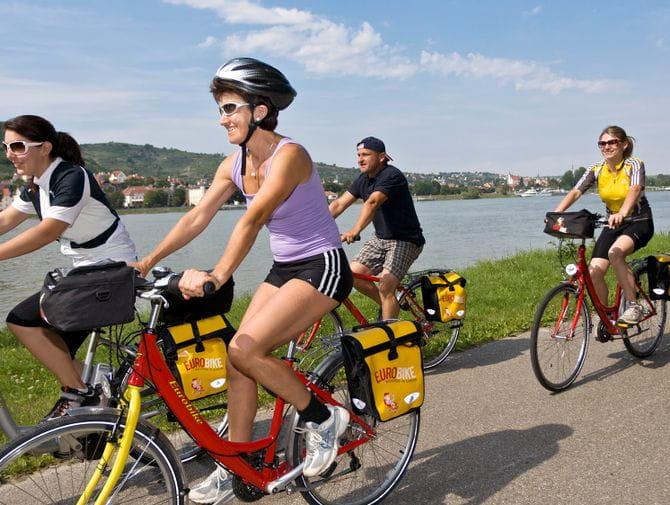 Radfahrer am Donau-Radweg