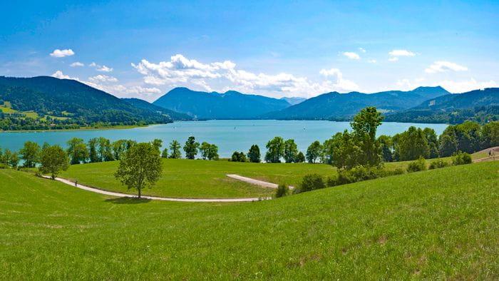 Blick auf den Tegernsee in Bayern